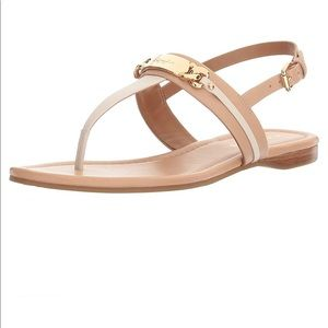 ⬇️ Coach Catherine Leather Thong Sandal